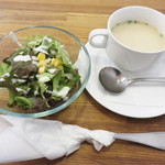 81044277 - サラダ・スープ付き。
