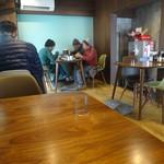 初代 山ちゃん - 「山ちゃん」左側のエリアのテーブル席
