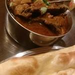 アロマズ オブ インディア - 烏骨鶏カレー。味が深くて美味しい。