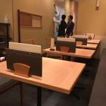 81046342 - お店入り口左手のテーブル席