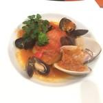 ビストロ ダイア - 金目鯛、蛤、ムール貝のポルトゲーゼ(トマト煮込み)