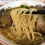 中華そば 遊山 - 遊山(チャーシュー麺) 麺リフト
