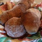 8105524 - 今日は丸いパンもありました♪
