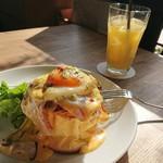 トップシークレットカフェ - エッグベネディクトパンケーキ¥500(プラス別途ドリンク代)