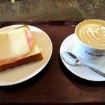 アドリアーノ - 料理写真:チーズハムトースト&カフェラテ!