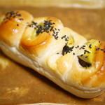 たもつのパン - おさつロール¥165