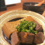 酒場  シナトラ - 肉豆腐780円。牛スジはほろりと崩れるくらい柔らかく、お豆腐はしっかりとお醤油ベースの汁が染みていました。