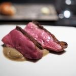 エクアトゥール - 料理写真:ルーアン鴨のロースト 牛蒡のソース