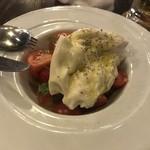 81060464 - ブッラータチーズとおいしいトマトのカプリーゼ