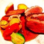 タストゥー - 『鴨胸肉のロースト、ヘーゼルナッツのソース、赤山椒』