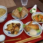 カフェ・ド・カペル - ランチ1,080円。ちまきと麺大盛✨