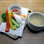 仙台ステーションオイスターバー - 野菜スティック & スープ