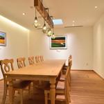 フェルム ラ・テール 美瑛 - 落ち着いた雰囲気の個室は美瑛を代表する写真家 菊地晴夫氏の写真が飾られまるでギャラリーの様です