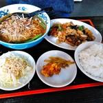 珍味源 - 鶏肉の黒胡椒炒めランチ