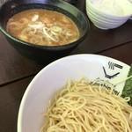 クリーミーTonkotsuラーメン 麺家神明 - 濃厚豚骨魚介系つけ麺