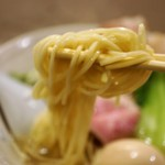 81079534 - 細身でストレートな麺 は 伊藤より太い感じ