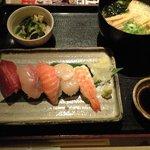 8108273 - 寿司定食+ミニうどん(合計600円)