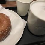 スターバックス・コーヒー - ほうじ茶ラテ+シュガードーナツ
