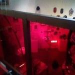 81082286 - カフェスペースから地下のミュージアムショップを見下ろしたところ