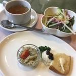 81084839 - 前菜とスープ、サラダ
