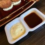 きなり食堂 - カキフライ用のタルタルソースとソース