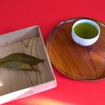 81089539 - 桜もちとお茶