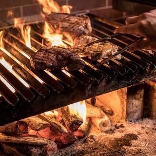 特注の煉瓦窯でじっくり焼き上げる窯焼き肉