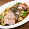 L'ambiance douce - 料理写真:融点が低く、サッパリと食べられる「安曇野放牧豚」。25年以上かけて長野県の山の斜面で健康的に肥育し続けた希少な豚肉を堪能できます。その濃厚で繊細かつサラリとした脂の旨みは、きっと初めて出合う食後感です。