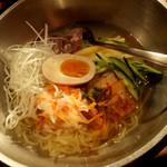 新日本焼肉党 - 自慢の冷麺750円(セット料金)