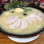 81094594 - 「チャーシューメン 大 醤油」1,100円「味玉」100円(税込)「麺 固め、味 普通、油 多め」