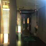 にし山 - お店の入り口です