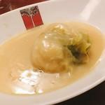 アカシア - キャベツが甘くておいしかったロールキャベツ。トロトロなシチューにも旨味がたっぷり。