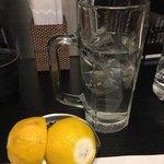 旨い地酒と地焼酎 酒肴や げんげん - 生搾りレモン 自分で搾りましょう~