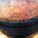 81100583 - 大鍋でグツグツ煮込まれています