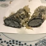 天ぷら新宿つな八 - 白魚海苔巻。白魚の姿が全く消えていることが残念に感じられました(>_<)。味は普通に美味しかったです。
