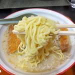 食堂ニューミサ - 味噌カツラーメンの麺