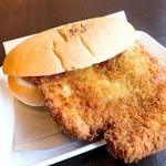 瀬戸内製パン - わらじカツ