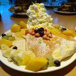 81107424 - フレッシュフルーツパンケーキ