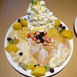 81107431 - フレッシュフルーツパンケーキ