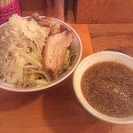 自家製太麺 ドカ盛 マッチョ - つけそば並 つけ汁主体の構図