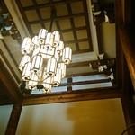龍宮殿本館 - 中央のシャンデリア