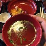 81110940 - 鶏出汁のよく効いたスープ