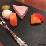 エヴィエ - パテドカンパーニュと彩り野菜のピクルス