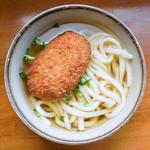 村上 - 料理写真:コロッケうどん(かけ+コロッケ)