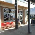 Cafe金次郎 - お店横