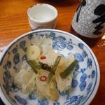 柿島屋 - 酢の物(きくらげ)230円と2本目の熱燗