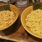 二代目えん寺 - 左:胚芽麺  右:もっちり麺