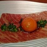 81117790 - 【肉刺】ザブトン一枚肉ユッケ~名古屋コーチンの玉子~