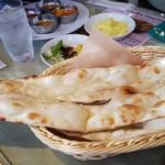 インド料理マントラ - ナン