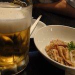 餃子家 とん吉 - 柔らか豚メンマと生ビール